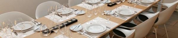Ein leerer Tisch? Wo sind bloss die Gäste geblieben?